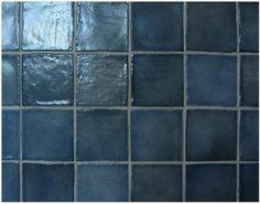 Renueva tu baño o cocina pintando la pared de azulejos y ahorra en la reforma