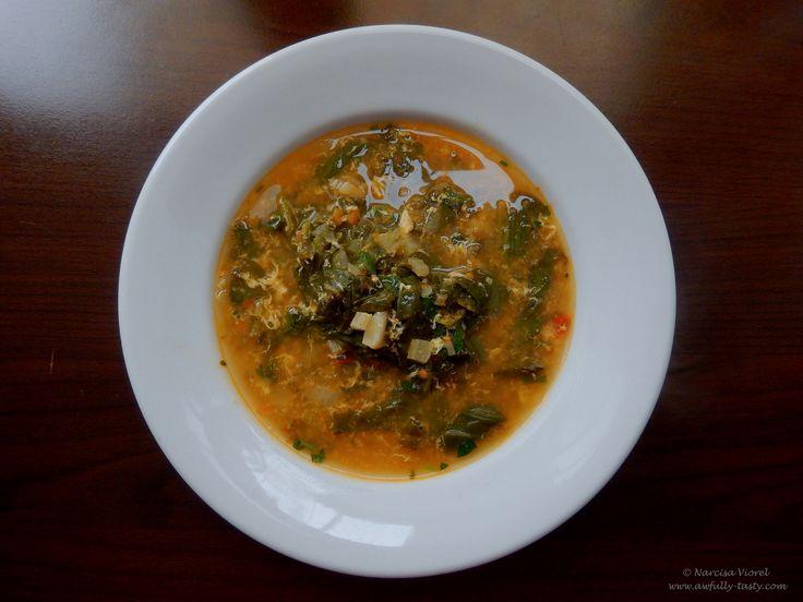 Ciorba cu spanac, macris si zdrente de ou.   Spinach, watercress and egg broth.