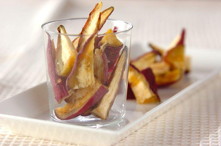ねっとりとした食感がたまらない!冷凍保存も出来てとっても便利!干し芋の作り方/横田 真未のレシピ。[和菓子/和菓子その他]2011.10.03公開のレシピです。