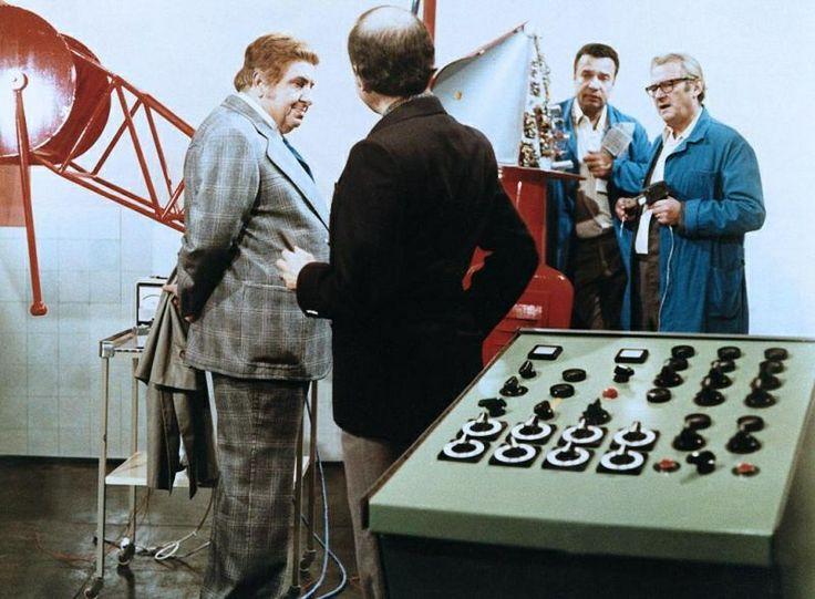 「Což takhle dát si špenát」   監督:ヴァーツラフ・ヴォルリーチェク(Václav Vorlíček)、1977年 #Roboraion #czech #art #culture #movie #film #comedy #sci-fi