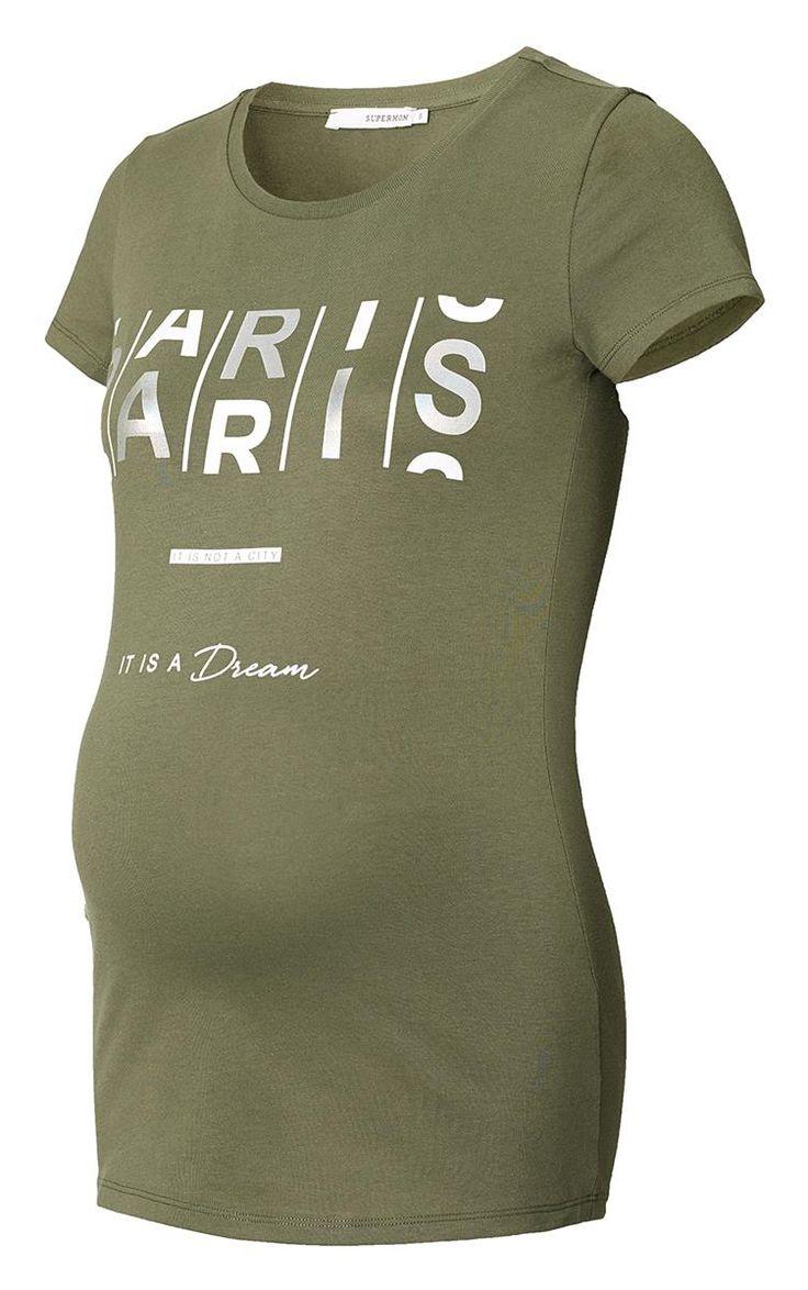 Dit zwangerschaps t-shirt Paris van Supermom met een metallic tekst in hologram heeft korte mouwen en een ronde hals. De fit is iets langer dan dat je van je normale t--shirt gewend, zo is er genoeg ruimte voor de groei van je kindje.