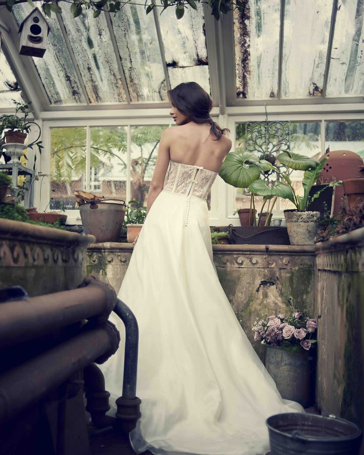 Another of our favourites - this Sophia sample gown is on SALE! Don't miss it!
