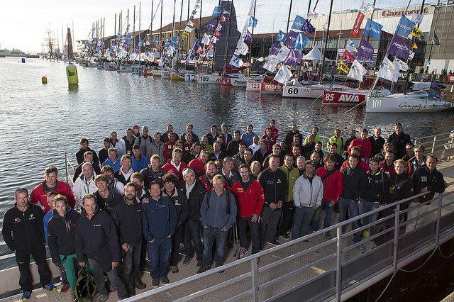 foto di gruppo dei navigatori prima della partenza della transoceanica Jacques Vabre