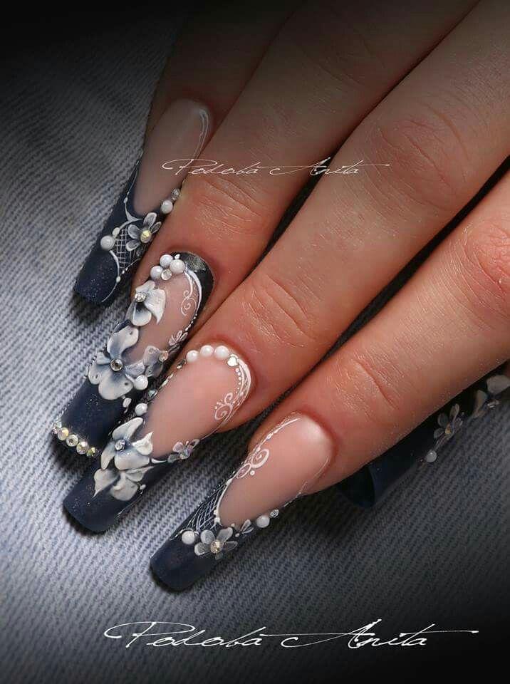 Black nails by Anita Podoba, she is absolutely amazing. I love her work.  (Černé nehty od Anita Podoba, ona je naprosto skvělá. Miluji její práci.)
