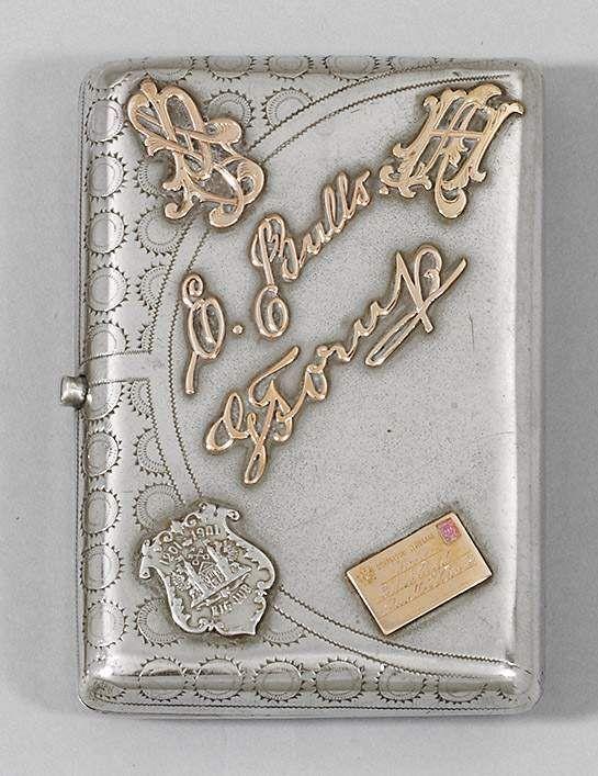 Zigarettenetui Silber, teilvergoldet und Gelbgold. Rechteckig. Allseitig gravierter Punktdekor. Auf — Silber: Sterling, Besteck, Jensen