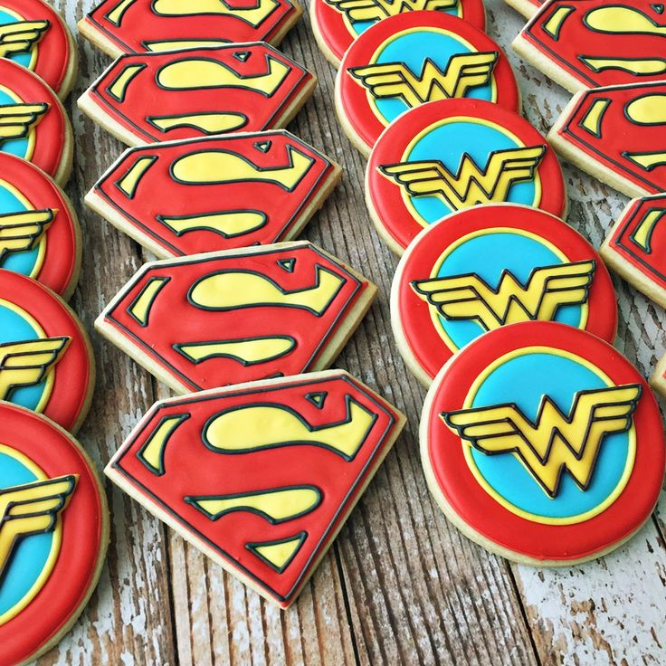"79 Likes, 6 Comments - Cindy Bentley (@rockchickcookies) on Instagram: ""Superman and Wonder woman! ❤️ #customcookies #dfwbaker #supermancookies #wonderwoman #dallasbaker…"""