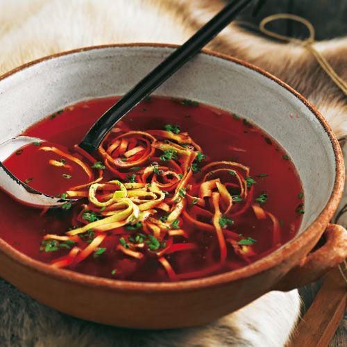 Klare Rindfleisch-Rote-Bete-Suppe