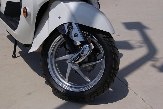 SCOOTER VICTORIA 125 CC: 1.390 € (Precio con I.V.A) $1841.55 .................Wottan Motor...................  Ficha Técnica: http://www.wottanmotor.com/home_tienda/motos-y-scooters/victoria-125-cc.html