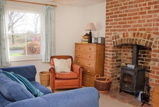 www.theholidaycottages.co.uk, Cherry Tree Cottage, Polstead, Ipswich, Suffolk, England. Holiday. Travel. Cottage. Self Catering. Directory. Dog Friendly.