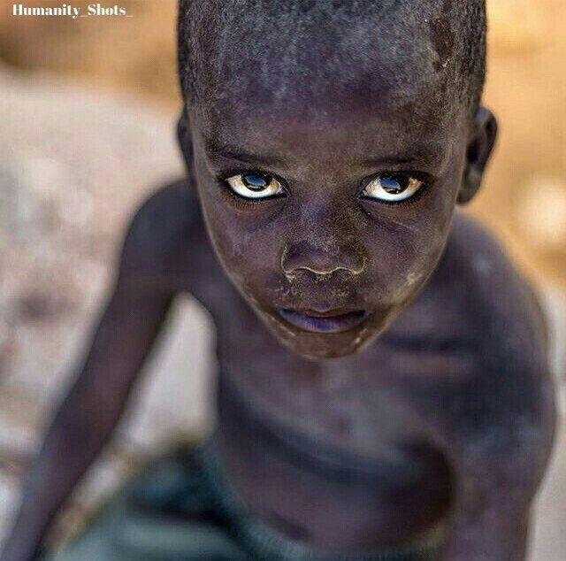 Quando comprendo i tuoi occhi ascolto la tua voce vera. (Alejandro Lanús) #Africa