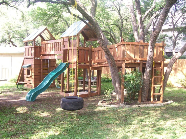 Lovely Tree House Jungle Gym