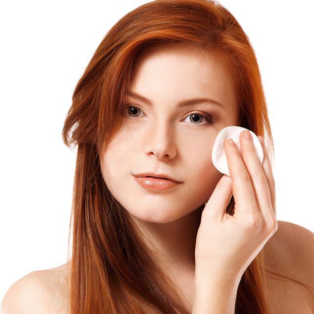 A água oxigenada também pode ser usada para clarear a pele, mas é importante ter algumas precauções! #pele #rosto #beleza