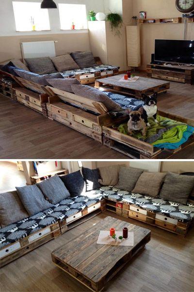 Eine Riesen-Sofa-Ecke aus aufbereiteten Europaletten - sogar mit einem Extraplätzchen für die vierbeinigen Familienmitglieder! ♥ #PalettenMania
