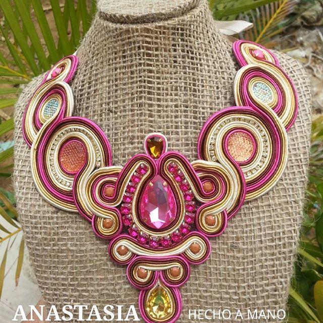 Combinaciones qué no pasan de #moda #accesorios #collar #maxicollar #necklace…