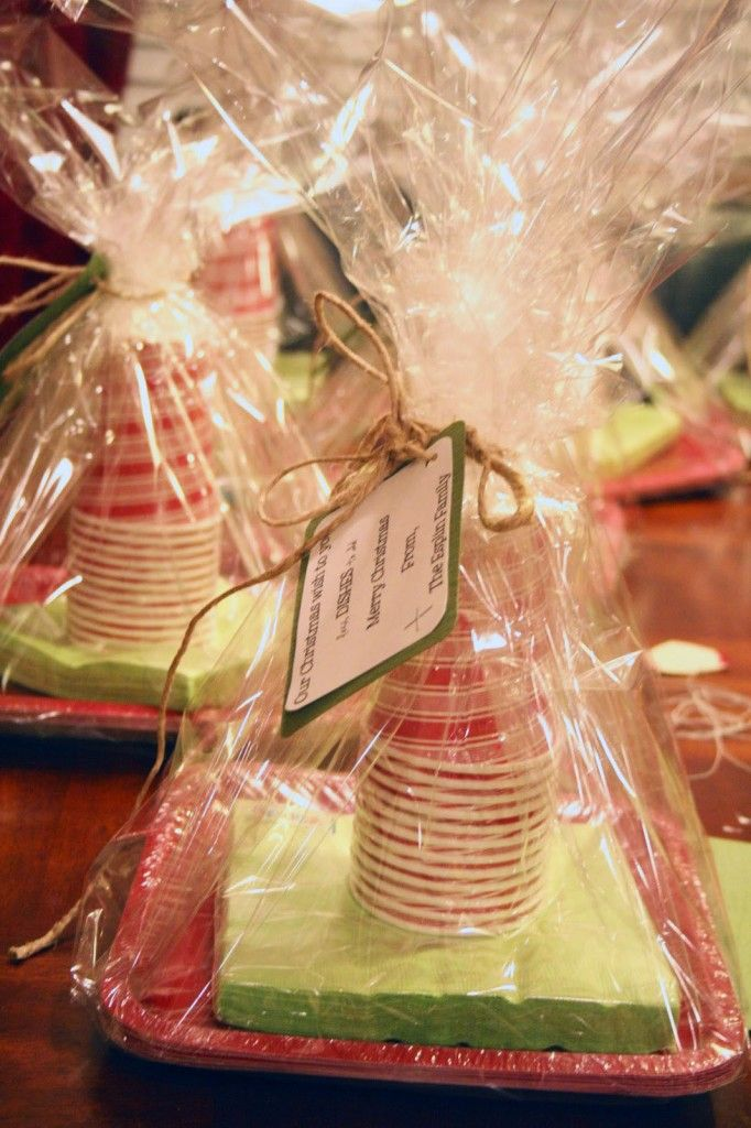 """Our Christmas Wish for You: Less Dishes to Do!"" FROM: 25 Gifts for Neighbors ~ Mariel's Picks 2013 - Or so she says..."