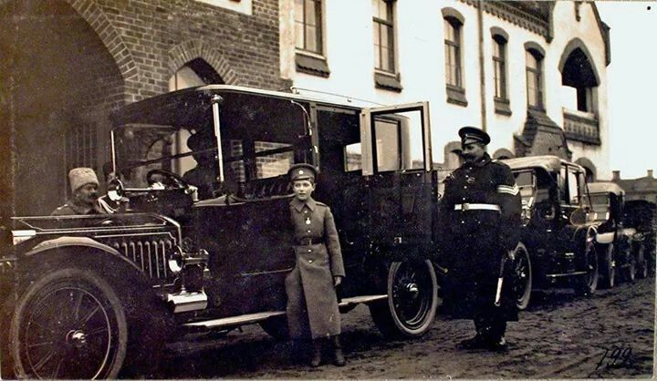 Tsarevich Alexei Nikolaevich Romanov of Russia in Riga on 29 October 1915,in front of the city hospital.A♥W