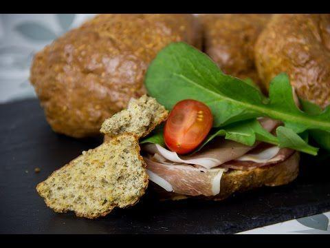 Eiweißbrötchen mit Chia Samen - Low Carb Semmel - glutenfrei - Low Carb mit Vroni & Nico
