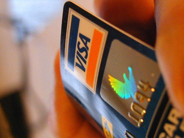 Wal-Mart comeu00e7a a recusar cartu00f5es de cru00e9dito Visa no Canadu00e1 - http ...
