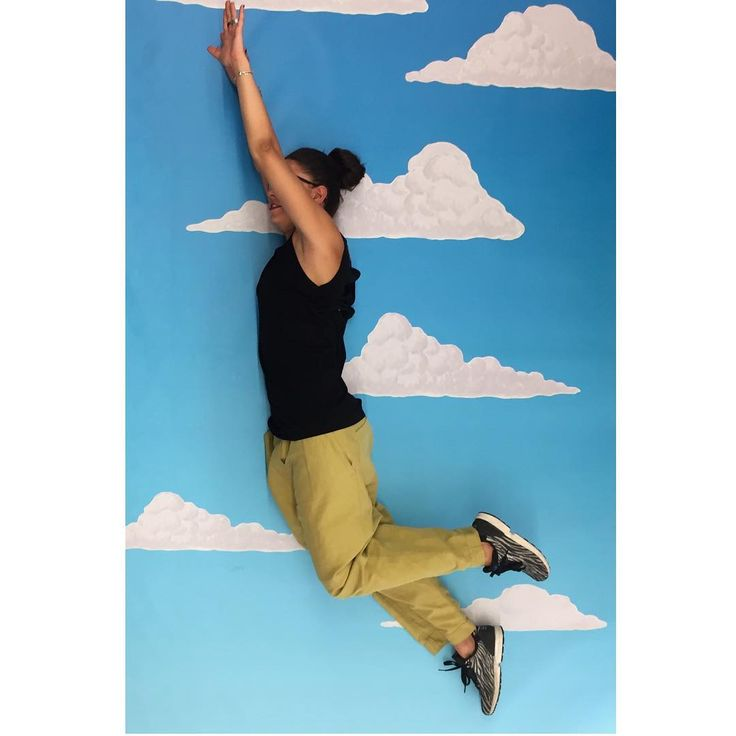 "Donne Vincenti su Instagram: """"Vitto in the sky with fashion""  #fly #sky #clouds #fantasy #donneVincenti #funny #igersforfun"""