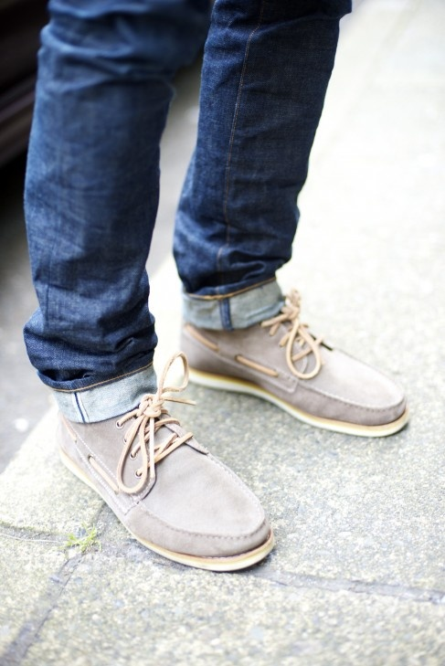 Men's cuffed jean, soft leather shoes
