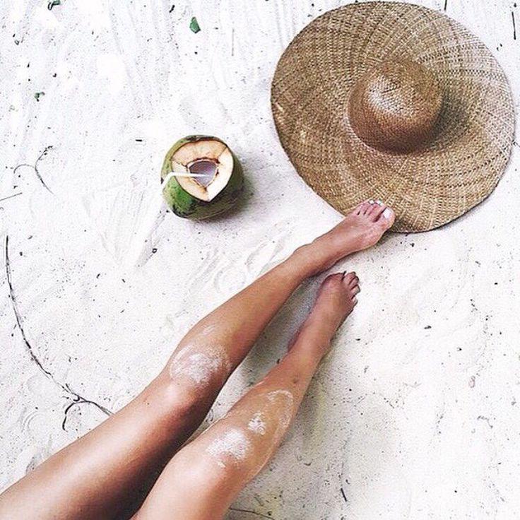 Ноги + песок + шляпа + пляж + лето