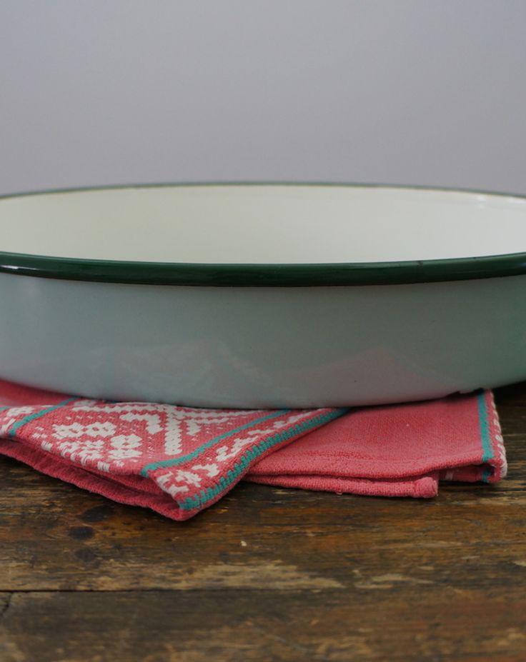Zeegroene, ovale ovenschaal van emaille