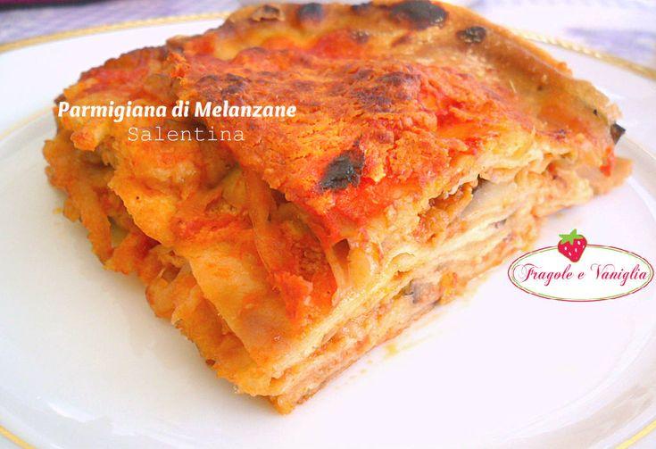 La parmigiana di melanzane salentina è un piatto straordinario, ricco di sapore, con le melanzane fritte in pastella e mozzarella fior di latte.