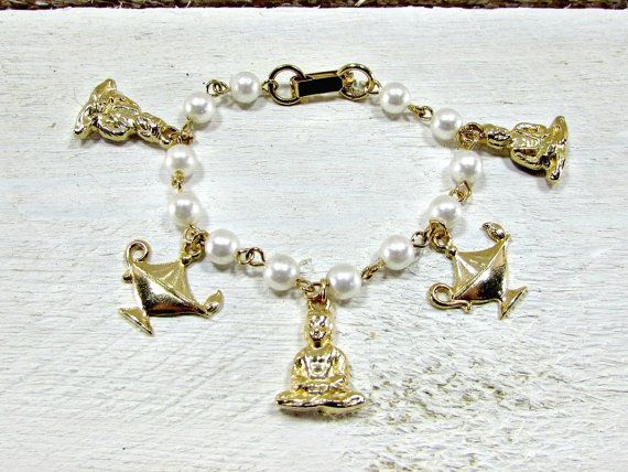 Vintage Charm Bracelet for Girls, Genie Magic Lamp Charm Bracelet, Pearl Gold Charm Bracelet, 1950s Rockabilly Jewelry, Gifts for Girls by RedGarnetVintage
