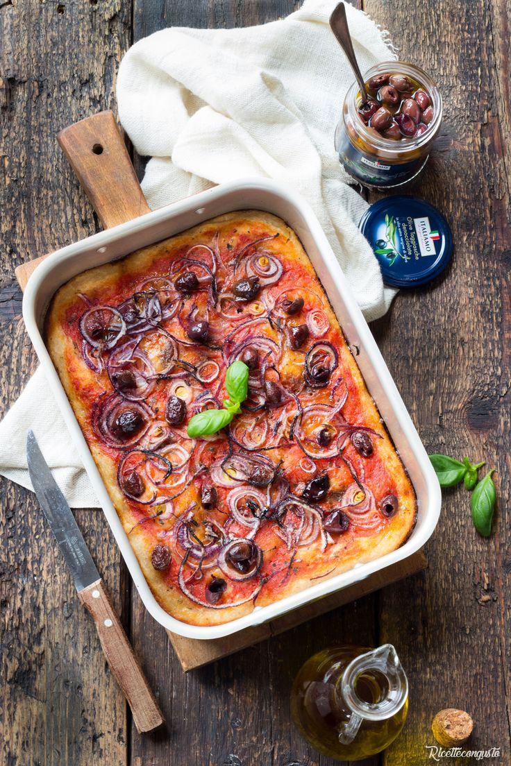 Pizza con lievito madre con cipolla e olive taggiasche #pizza #olivetaggiasche #cipolla #italiamo