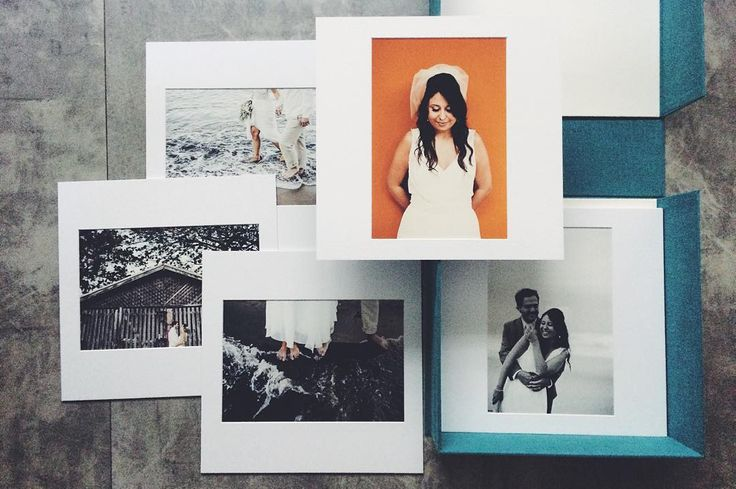 .caixa|portfolio.  {resolvi fazer uma caixa com algumas fotos em passepartout e papel de algodão para ter a primeira caixa portfolio. Até agora só fiz álbuns e gostei bastante também de ter algumas fotos soltas. Depois eu mostro mais fotos. Agora é só de assanhamento porque a caixa da @fernandatuenze e as fotos da gicleria acabaram  de chegar } #fotoimpressa #papeldealgodao #cottonpaper #passepartout #wedding #bride #groom #beachwedding #portfolio #flaviavalsani #colecionocasaisfelizes…