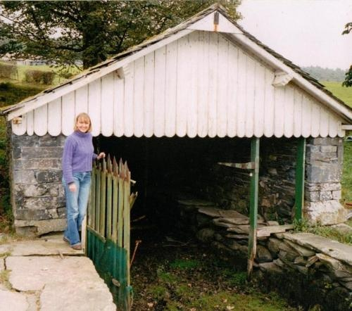 Sophie Neville at the Bank Ground Farm boat-houses on Consiton Water in Cumbria whilst recording 'Countryfile' for BBC TV in 2003