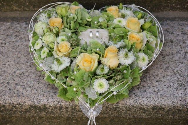 Blumen am Roten Markt - in Markneukirchen / frische Schnittblumen / Topfpflanzen / Deko / Hochzeitsfloristik / Ringkissen / Brautsträuße / Trauerfloristik / Trauergestecke / Grabpflege..