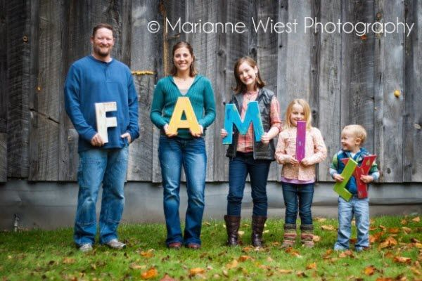 24 absolutely creative family portraits you can shoot for Creative family photo shoots