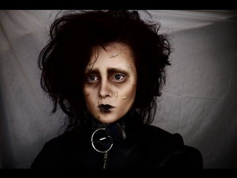 Edward Scissorhands makeup tutorial.    Products used:   Estée Lauder Double Wear Foundation (1W1 Bone)  Talcum Powder  e.l.f Healthy Glow Bronzing Powder (Matte Bronze)  MUA Eyeshadow (Shade 19/13)  Fake Skin (Mehron)        Links:  Tumblr: http://emmapickles.tumblr.com  Twitter: http://twitter.com/emma_pickles  Facebook: http://www.facebook.com/EuphoricCrea...