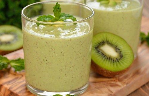 I don't know what this says, but it looks good! Bebidas verdes excelentes para queimar gorduras.