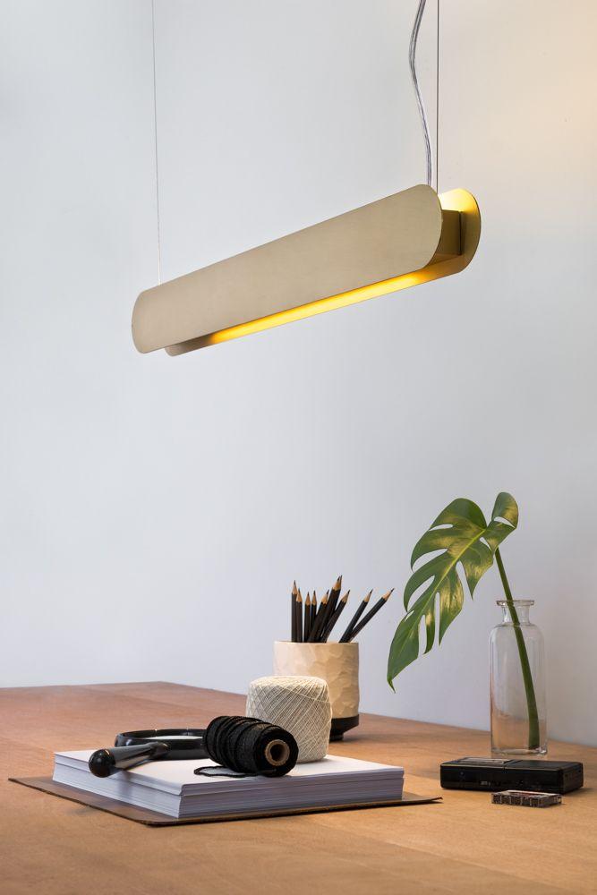 Golden-Art T620-60 Pendente Barra Linear T8 60cm Uma solução minimalista e simples para complementar o ambiente com leveza: a luminária de teto Barra se destaca pelo uso das lâmpadas T8 LED de 60cm e 120cm e pela variedade de opções de acabamento.