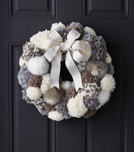 #DIY Pom Pom Fur Wreath holiday decoration