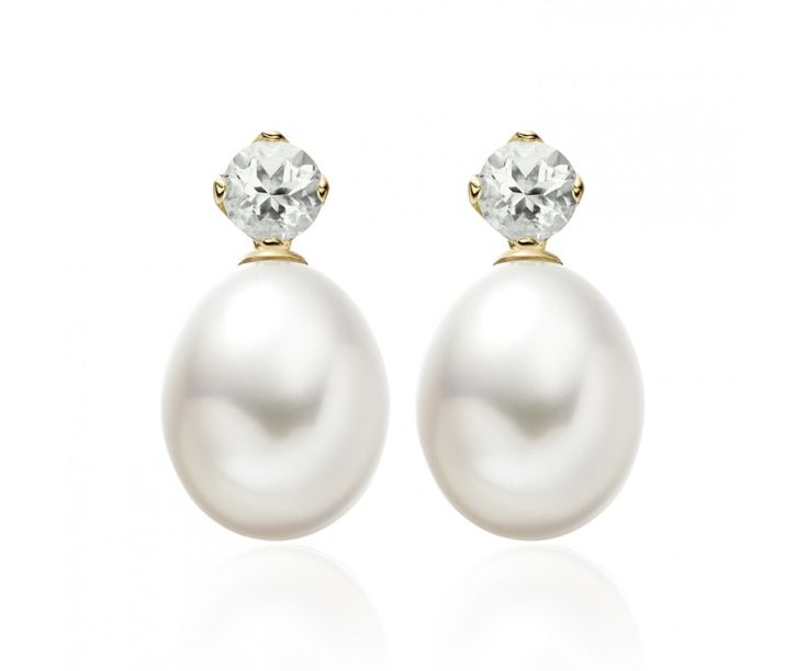 Selected from the Lief Collection, these elegant earrings feature a pair of green beryl stud earrings that have been crafted from 18 carat yellow gold, together with a pair of detachable white Freshwater drop pearls that can be additionally worn with the earrings.