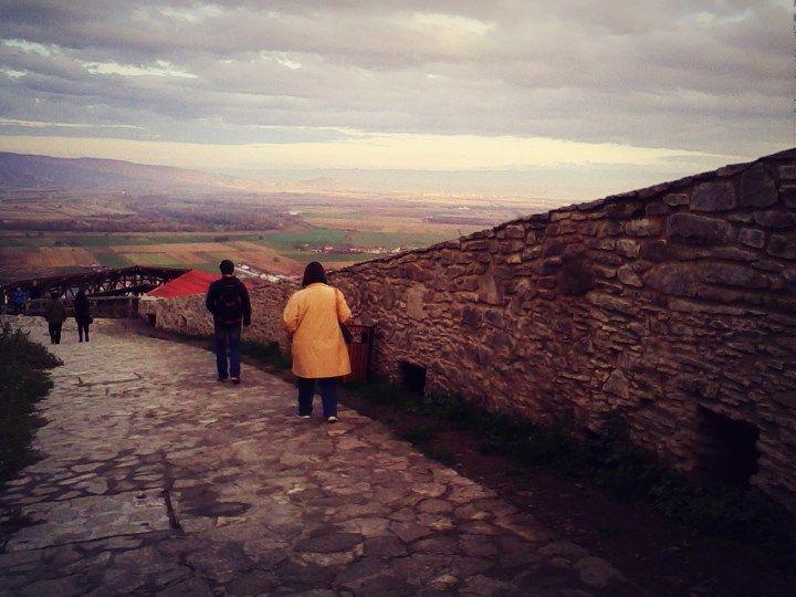 Dragoste iute ca ardeii unguresti la Cetatea Devei - Din mansarda