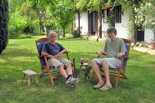Three men Márton Szabó's weekend cottage in Ipolyvece. July 2005. (Márton Szabó, tomcat Cipő and Gábor Zoltán Szűcs)