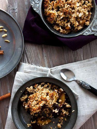 Pflaumen-Crumble-mit-Buchweizen-Quinoa-Streuseln © Denise Renée Schuster | Foodlovin