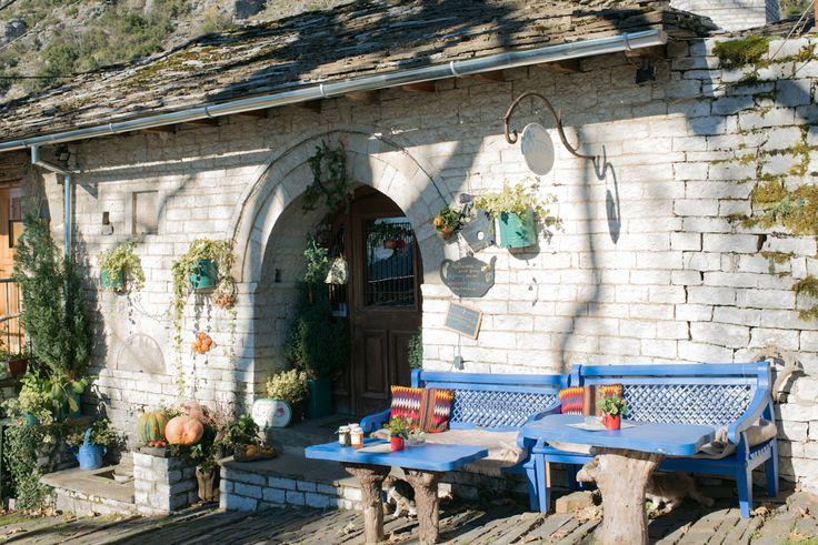Μια ιστορική στέρνα στα Ζαγοροχώρια που έγινε καφενείο