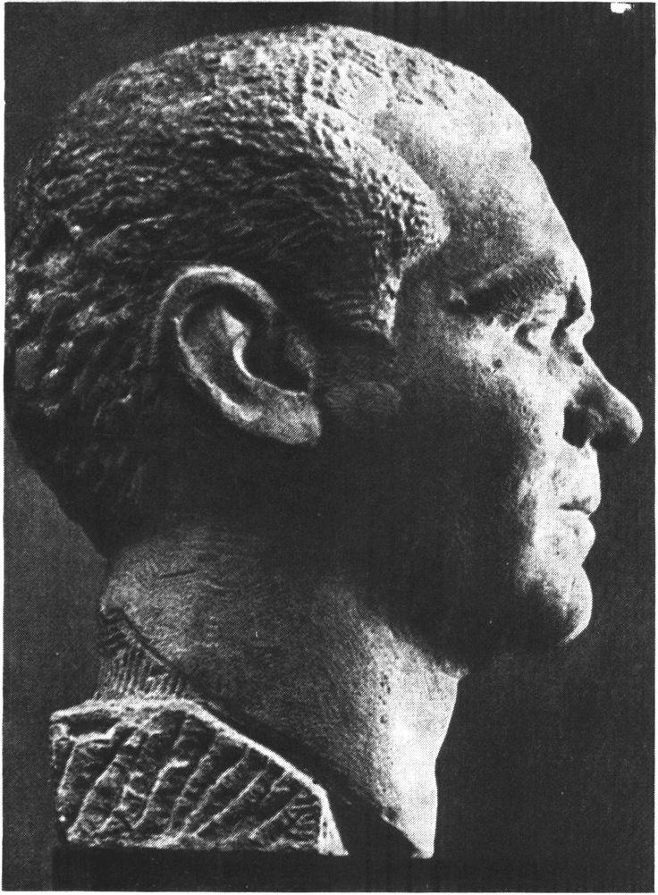 Федерико Гарсиа Лорка. Бюст работы гранадского скульптора Эдуардо Карретеро