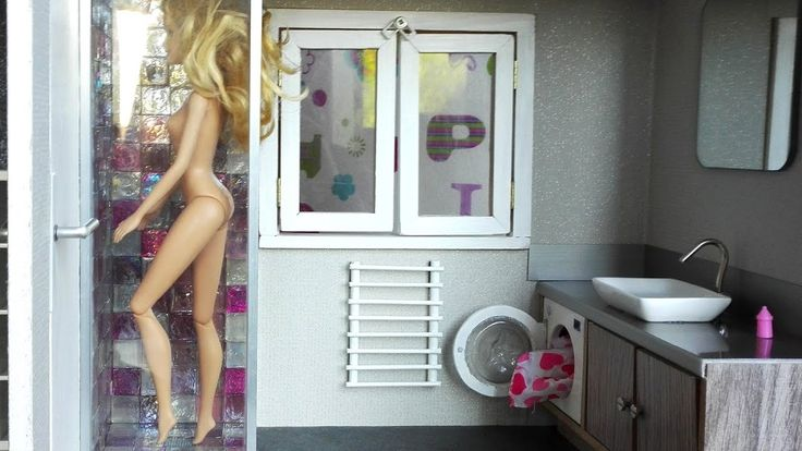 17 best images about fashion dolls doll houses rooms dioramas on pintere - Fabriquer maison barbie ...