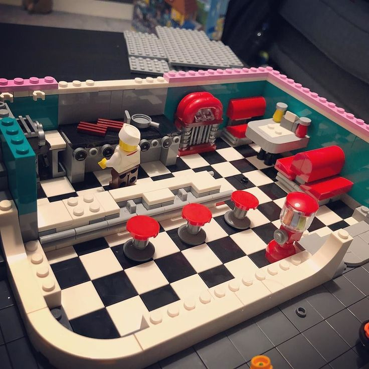 Only the first bag completed and its already looking like one of the best sets Ive made! Loving the 1950s styling! @lego @lego_group #downtowndiner #lego