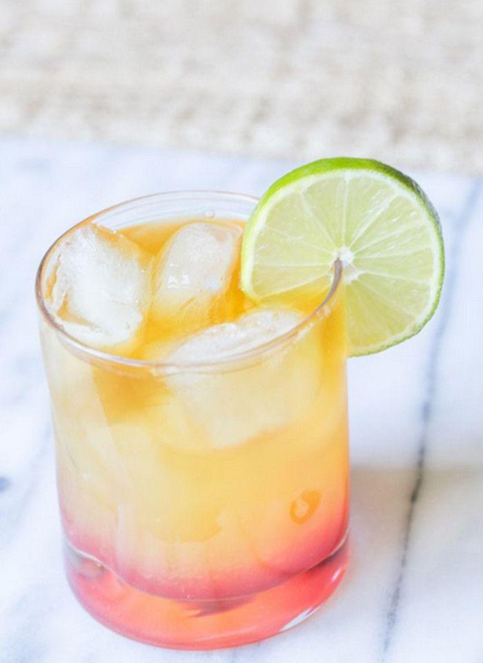 Islas Turcas y Caicos ron] [la práctica: tres onzas de jugo de piña fresca, 2 onzas de jugo de naranja fresco, ginebra 1 oz, 1/2 oz de ron oscuro, 1 oz de ron de coco, jarabe de granada, la decoración de la cal.  En un vaso lleno de hielo, vierta el jugo de piña, jugo de naranja, una onza de oro (o ron oscuro) y 1 oz de ron de coco.  Revolviendo hasta que la mezcla líquida.  Poco a poco, vierta una pequeña cantidad en el hielo viendo que se hunda en el tramo final.  A continuación, agregue…