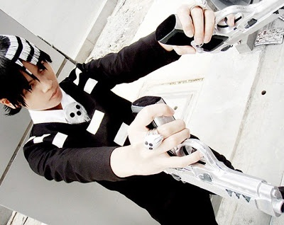 Symmetry! Death the Kid cosplay with guns, Patti and Liz #deaththekid #souleater #cosplay