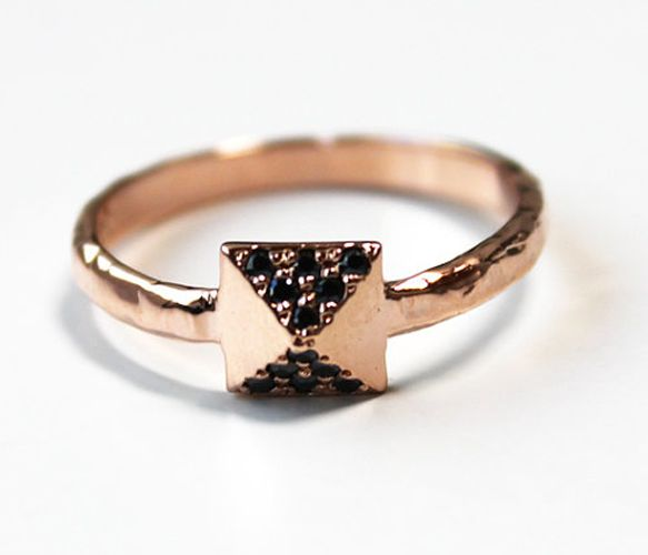 Black Pyramid Stud RIng: Black Pyramid, Studs Rings, Roses Gold, Pyramid Rings, Crystals 14K, Jewels, 14K Roses, Black Crystals, Pyramid Studs