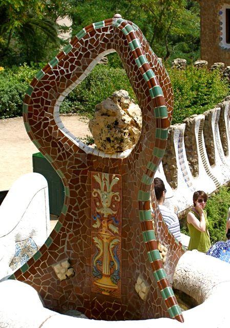 Antonio Gaudi - Park Guell                                                                                                                                                      Más