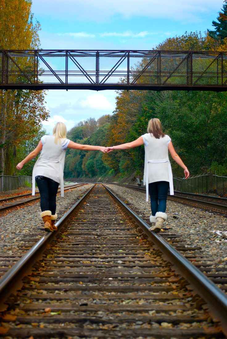 Best Friend Photo Shoot Ideas! Or sister & brother... Can't wait to do a photo like this ;)